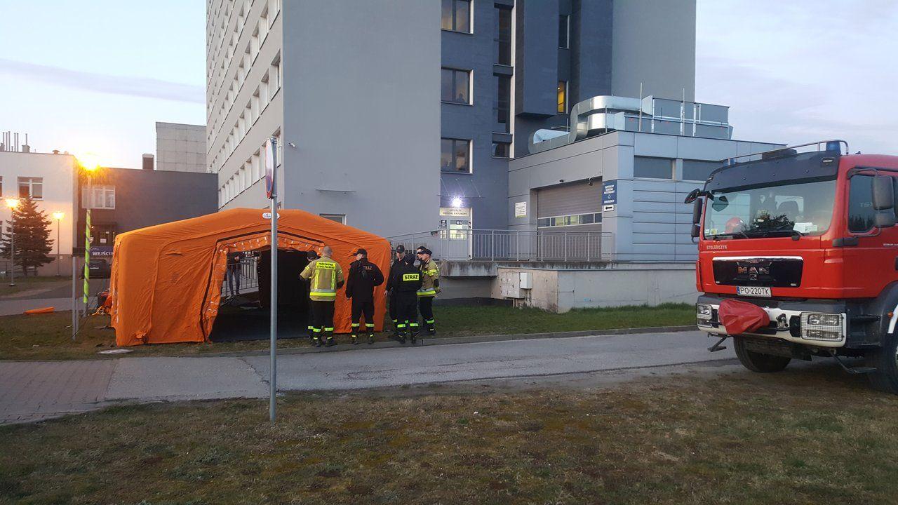 Namiot przed Szpitalnym Oddziałem Ratunkowym